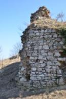 Zdi dávného hradu.