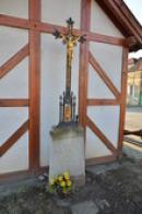 Kříž u zvoničky.