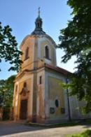 Věž kostela sv. Petra a Pavla.