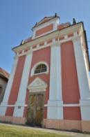 Průčelí kostela sv. Ludmily.