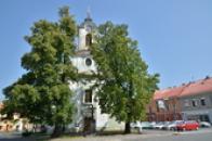 Kostel sv. Vavřince na náměstí.