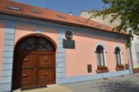 Rodný dům Šebestiána Hněvkovského.