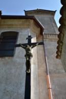 Kříž u kostela sv. Rocha.
