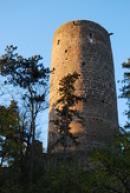 Večerní pohled na hradní věž.