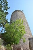 Pohled vzhůru na hradní věž.