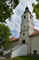 Věž kostela sv. Jana Nepomuckého.