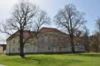 Hlavní budova hospodářského dvora.