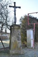 Křížek na kraji obce.