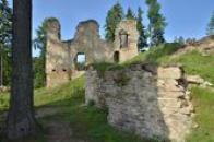 Jihozápadní část hradu.