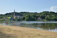Pohled od Lipenské přehrady.