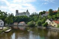 Hrad nad řekou Vltavou.
