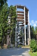 Vyhlídková věž s tobogánem.