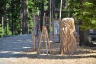 Dřevěná socha starce.