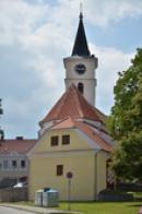 Věž kostela sv. Jakuba a Filipa.