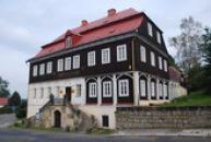 Budova sklářského muzea.