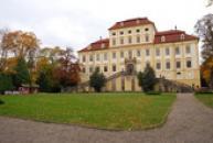 Pohled ze zámeckého parku.