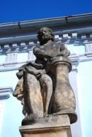 Detail sochy u empírové hrobní kaple Mladotů ze Solopysk.