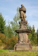 Barokní socha nedaleko místního hřbitova.