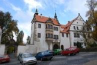 Dolní zámek ve slohu renesančním.