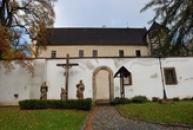 Horní zámek ve stylu saské pozdní gotiky.