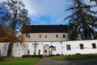 Ve stylu saské pozdní gotiky vystavěný horní zámek.