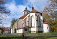 Zdejší kostel Povýšení sv. Kříže.