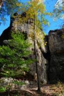 Zřícenina skalního hradu severovýchodně od Jetřichovic.