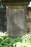Staré náhrobky u kostela sv. Máří Magdaleny.