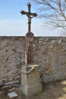 Křížek na hřbitově.