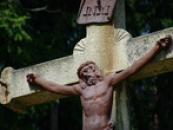 Detail kříže nedaleko sluje.