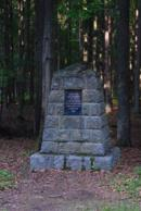 Památník na lesního radu Jiřího Wachtla.