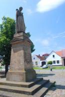Socha B. Jablonského na náměstí.