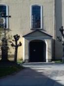 Vstup do kostela sv. Bartoloměje.