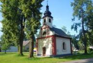 Pozdně barokní kaple sv. Jana Nepomuckého.