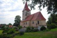 Kostel pohledem od zámku.