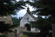 Románský kostel sv. Jana Křtitele.