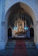 Pohled na oltář v kapli.