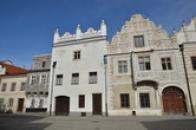 Domy na severní straně Horního náměstí.