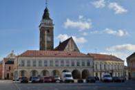 Jihovýchodní část náměstí Míru a kostel Nanebevzetí Panny Marie.