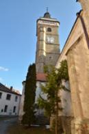 Severní strana kostela Nanebevzetí Panny Marie.