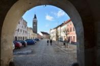 Pohled z Jemnické brány na náměstí.