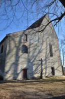 Pohled na průčelí kostela.