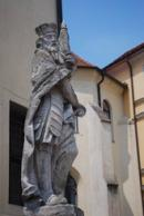 Detail sochy na východní straně kostela sv. Jiljí.