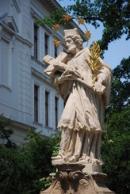 Detail sochy nedaleko Budějovické brány.