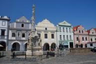 Mariánský sloup a kašna na Masarykově náměstí.