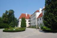 Západní průčelí zámku.