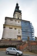 Věž kostela Nanebevzetí Panny Marie.