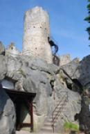 15 metrů vysoká hlavní věž.