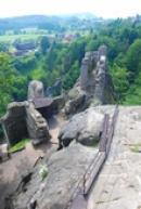 Pohled na hrad a jeho okolí.