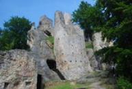 Hrad pohledem z jeho spodního nádvoří.